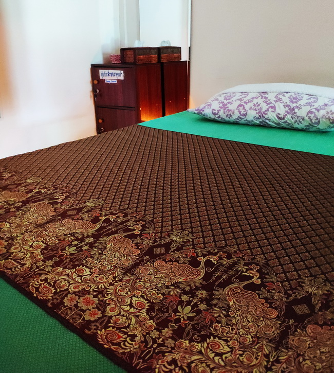 Buriram Raised Sturdy Massage Table
